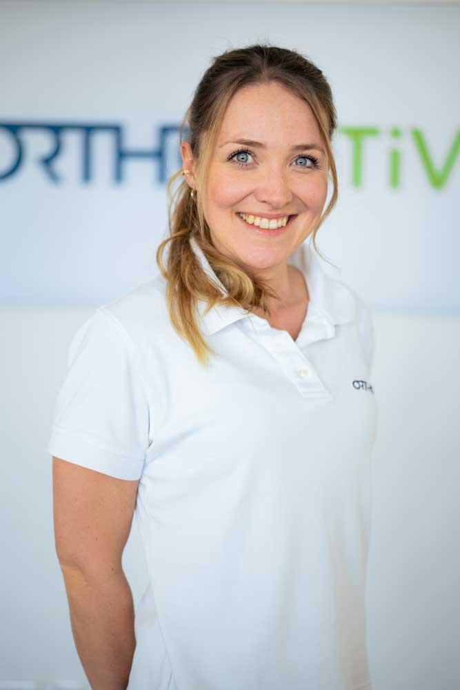 Leitende Physiotherapeutin Laura Jüngel bei OrthoActive Physiotherapie in Langenfeld